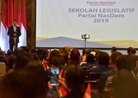 Canda Jokowi Sembari Ucapkan Selamat Ultah buat Surya Paloh
