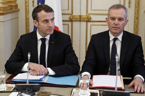 Skandal Lobster, Menteri Senior Prancis Mengundurkan Diri