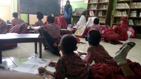 28 Tahun Siswa SDN Cikadongdong Belajar di Lantai
