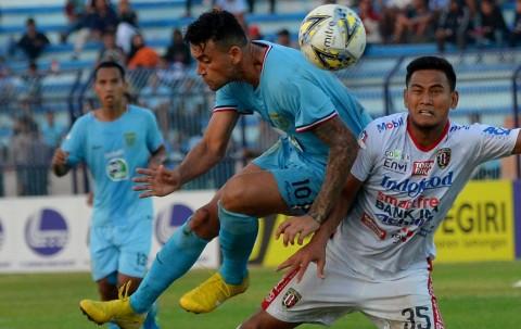 Pecundangi Bali United, Persela Keluar dari Zona Degradasi