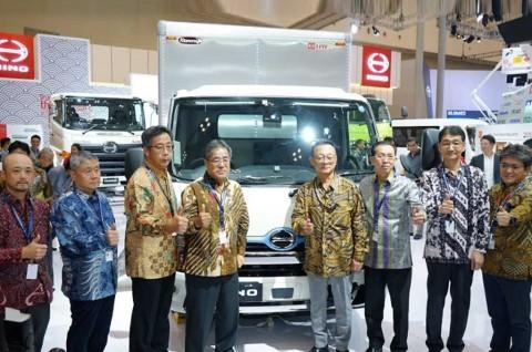 Truk Ramah Lingkungan Hino Dutro Hybrid, Mejeng di GIIAS