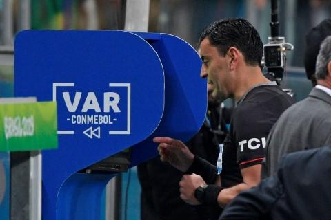 Gelandang Bayern Muenchen Menentang Teknologi VAR