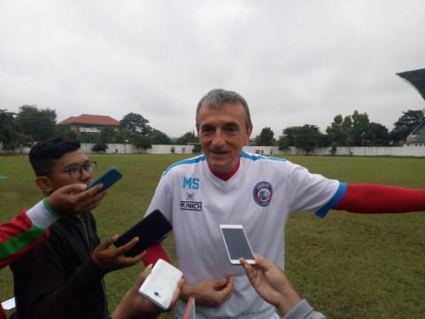 Arema Janji Suguhkan Permainan Menyerang di Madura