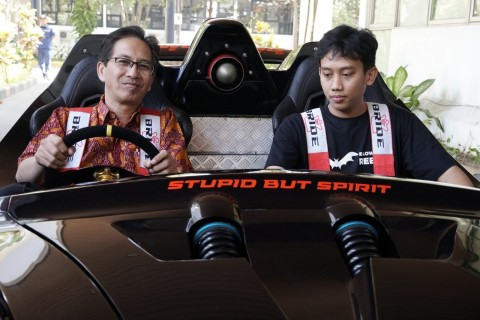 ITS Luncurkan Dua Mobil Listrik Teranyar