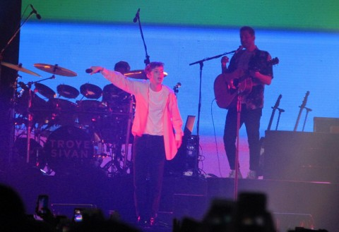 Semburat Pelangi dari Panggung Troye Sivan di We The Fest 2019