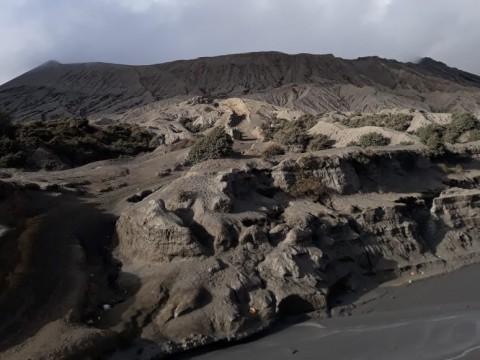 Gunung Bromo Waspada, Warga Dilarang Mendekat