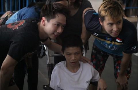 Marcus/Kevin Rayakan Tiket Final Bersama Penyandang Disabilitas