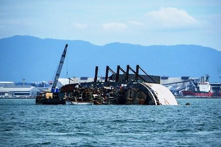 Kapal Bermuatan Karet Tenggelam di Perairan Kuala Pembuang