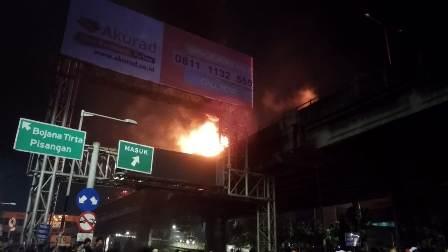 Kecelakaan dan Kebakaran di Gerbang Tol Rawamangun