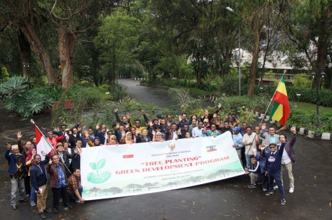 Ramai-Ramai Menanam Pohon di KBRI Addis Ababa