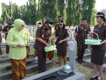 Kejaksaan Agung Berziarah ke Taman Makam Pahlawan