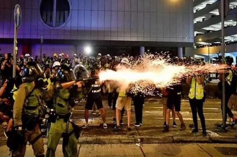 Demonstran Hong Kong Abaikan Peringatan, Bentrokan Meletus