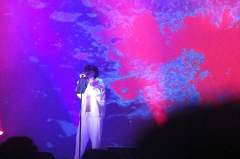 Joji Nyanyikan Lagu Spontan tentang Jakarta