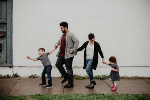 Penyebab Anak Kaku Menunjukkan Kasih Sayang kepada Orang Tua