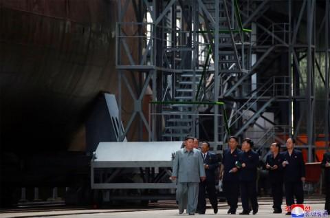 Kim Jong-un Periksa Kapal Selam Terbaru Korut