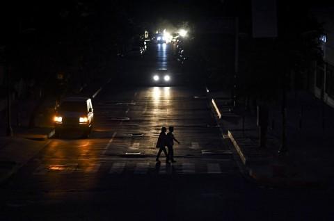 Venezuela Gelap Gulita, Pemerintah Curigai Serangan Elektromagnetik