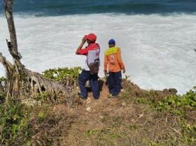 Mahasiswi Hilang Terseret Ombak di Pantai Selatan