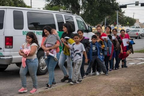 AS Kenalkan Aturan Baru Percepatan Deportasi Imigran