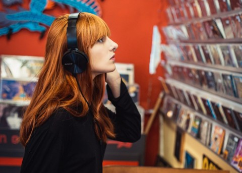 Mendengarkan Musik Bisa Merusak Stimulasi Berpikir Kreatif?