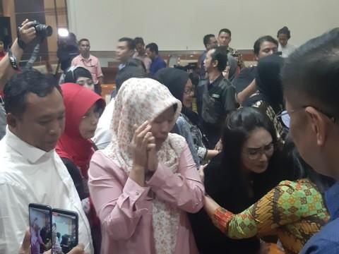 Tangis Baiq Nuril Pecah Setelah Amnesti Lolos DPR