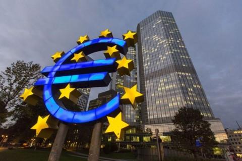 Euro Jatuh ke Level Terendah