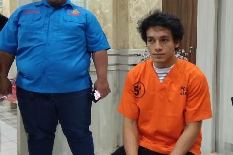 Pakai Ganja bareng Jefri Nichol, Polisi Benarkan RE adalah Sutradara