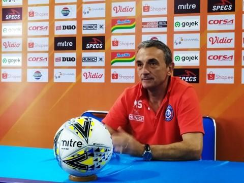 Pelatih Arema Waspadai Gaya <i>Direct Football</i> Bhayangkara FC