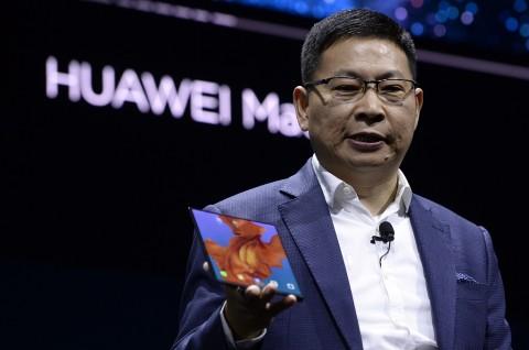 CEO Huawei Kepergok Gunakan Mate X?