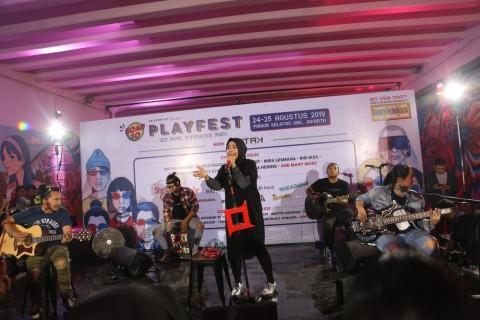 Aksi Kotak Konser di Terowongan Jalan Kendal