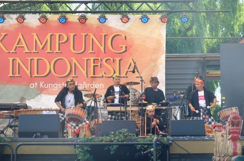 Kerajinan UMKM Pikat Warga Swedia di Kampung Indonesia