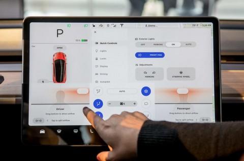 Mobil Tesla Segera Siarkan Netflix dan YouTube