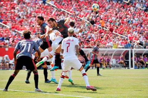 Dikalahkan Benfica, Pelatih AC Milan Tetap Puji Skuatnya