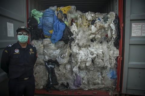 Bea Cukai Reekspor 7 Kontainer Sampah Plastik ke Negara Asalnya