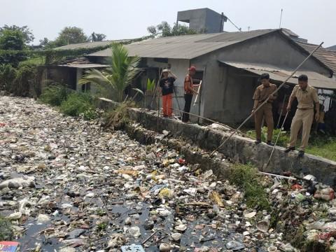Ribuan Warga Kebanjiran Akibat Sampah di Kali Busa