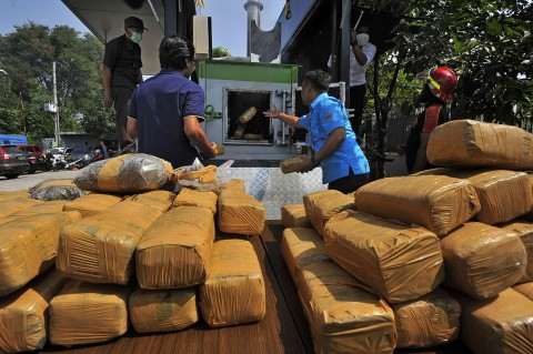 BNNP Banten Musnahkan 150 Kg Ganja Asal Aceh