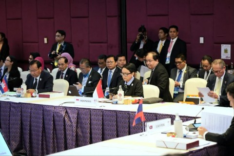 FM Retno Attends Plenary Session of ASEAN Ministerial Meeting