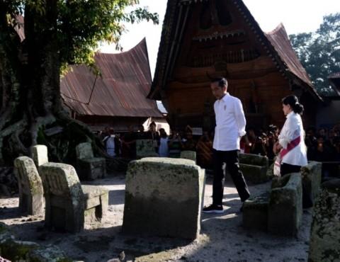 Jokowi Visits Huta Siallagan Village
