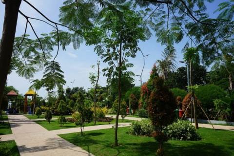 Risma Ingin Surabaya Punya Banyak Ruang Terbuka Hijau