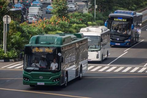 Jokowi Dorong Jakarta Perbanyak Transportasi Tenaga Listrik