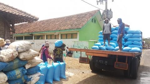 Garam Petani Cirebon Terpuruk pada Harga Rp200 Per Kg