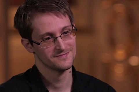 Edward Snowden: Facebook Mata-Matai Anda!