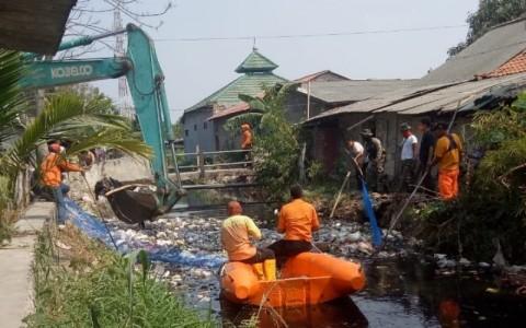 75 Ton Sampah Kali Busa Diangkut