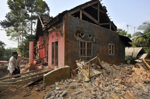 Gempa Banten, Dua Orang Tewas dan 200 Bangunan Rusak