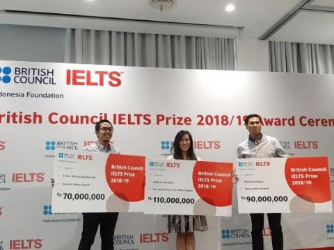 Tiga Pelajar Indonesia Menangkan IELTS Prize