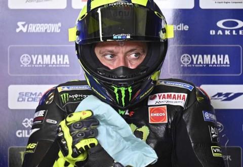 Motor Rossi Berasap di Sesi Latihan