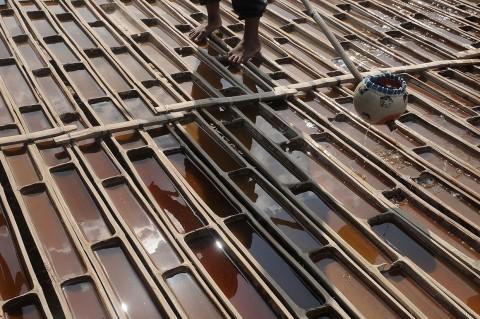Melihat Pembuatan Garam Langka dari Grobogan