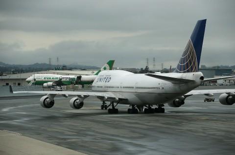 Dua Pilot United Airlines Ditangkap di Bandara Glasgow