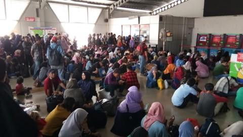 Ribuan Penumpang KRL Terdampar di Stasiun Bogor