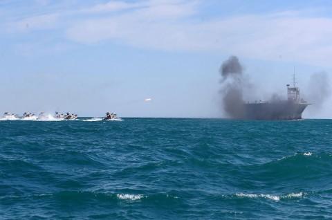 Angkatan Laut Iran Sita Kapal Asing di Teluk Persia