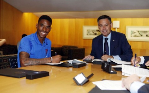 Barcelona Boyong Junior Firpo dari Real Betis